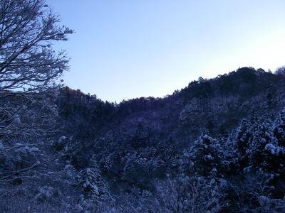 対岸の雪景色